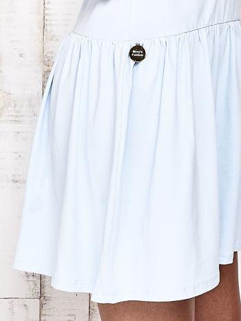 Niebieska sukienka dresowa z kokardą z tiulu                                  zdj.                                  4