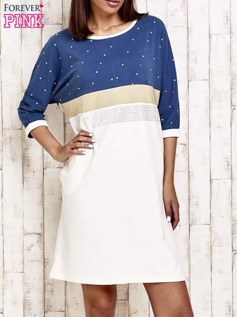 Niebieska sukienka dresowa z kryształkami i dżetami