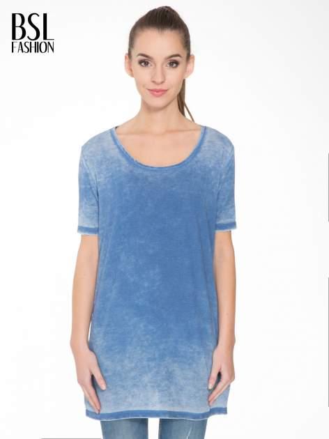 Niebieska sukienka typu t-shirt bluzka z efektem dekatyzowania