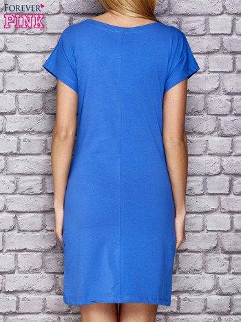 Niebieska sukienka z cekinowym motylem                                  zdj.                                  2
