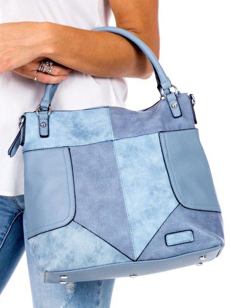 Niebieska torba z łączonych materiałów                              zdj.                              2