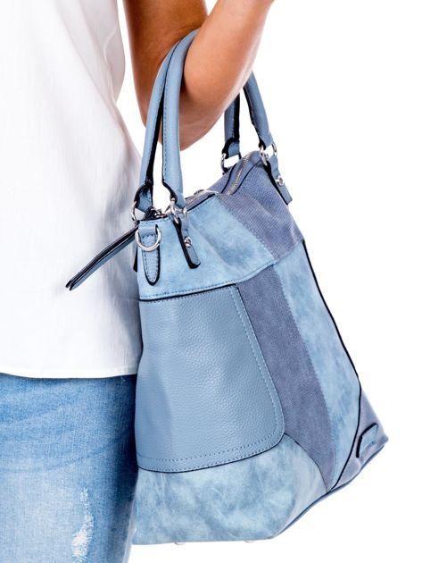 Niebieska torba z łączonych materiałów                              zdj.                              3