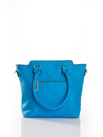 Niebieska torba ze złotymi wykończeniami                                  zdj.                                  2