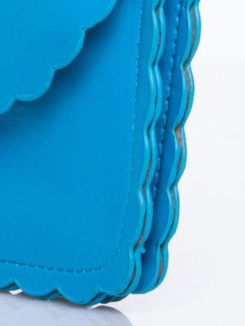 Niebieska torebka listonoszka z falowanym wykończeniem                                  zdj.                                  8