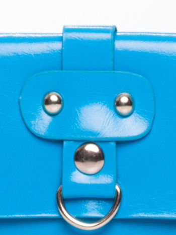 Niebieska torebka listonoszka z klapką                                  zdj.                                  7