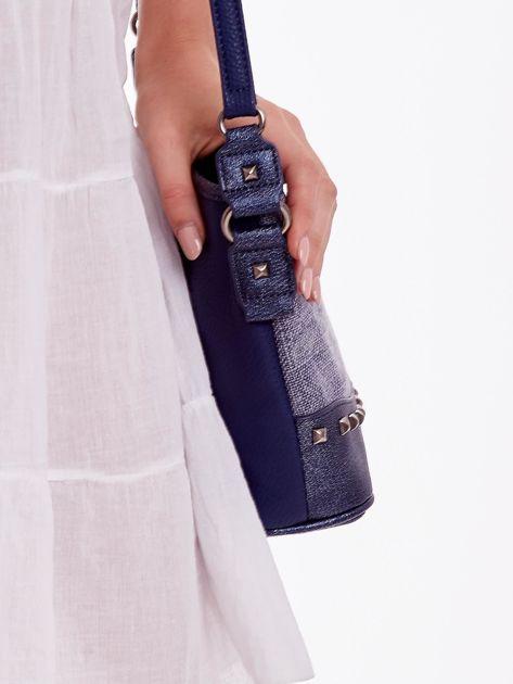 Niebieska torebka listonoszka z plecioną wstawką                              zdj.                              3