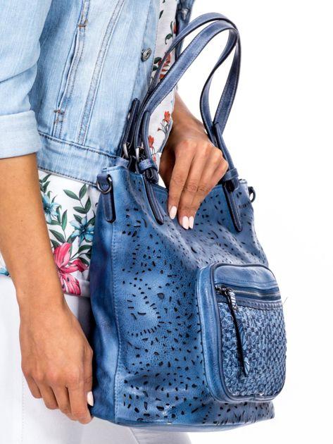c5c90cedb6374 Niebieska torebka z ażurowaniem i plecionką - Akcesoria torba ...
