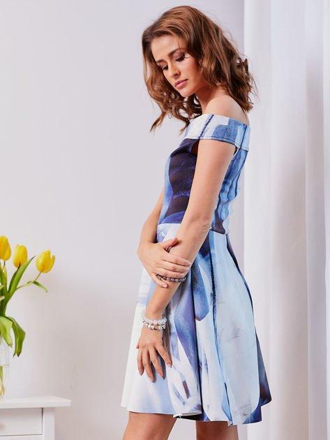 Niebieska wzorzysta sukienka                                  zdj.                                  7