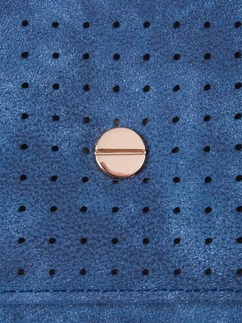 Niebieski ażurowany portfel ze złotym suwakiem                                  zdj.                                  5