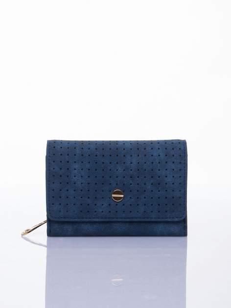 Niebieski ażurowany portfel ze złotym zapięciem