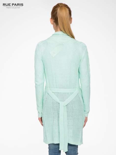Niebieski ażurowy długi sweter typu kardigan z paskiem                                  zdj.                                  4