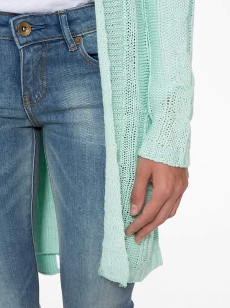 Niebieski ażurowy długi sweter typu kardigan z paskiem                                  zdj.                                  6