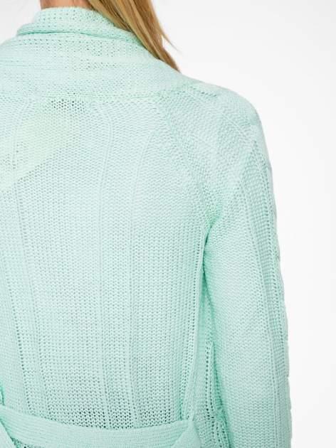 Niebieski ażurowy długi sweter typu kardigan z paskiem                                  zdj.                                  8