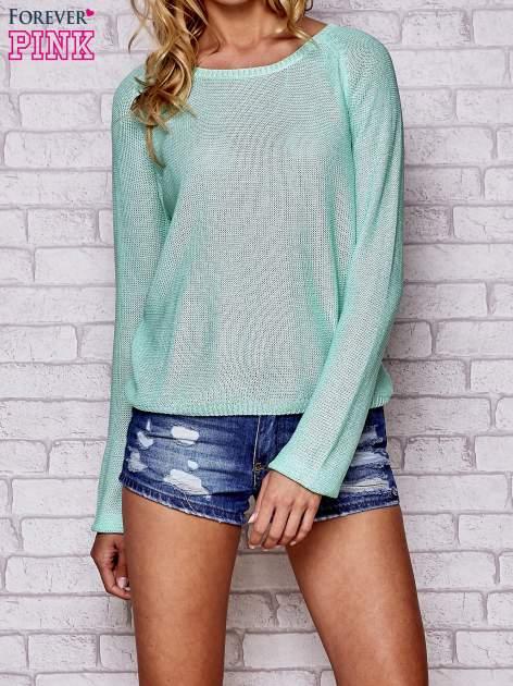 Niebieski błyszczący sweter z haftem sowy z tyłu                                  zdj.                                  1