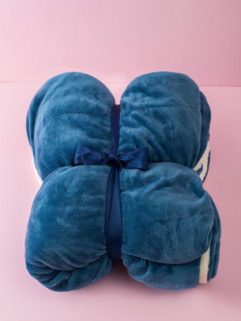 Niebieski koc z barankiem