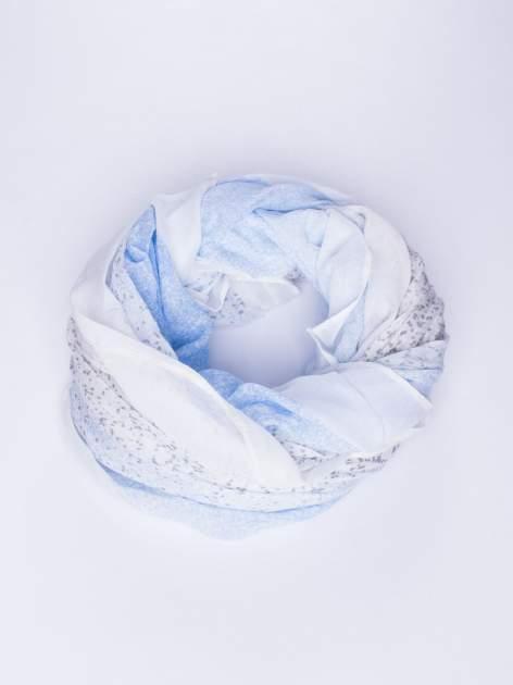 Niebieski lekki szal w kropeczki