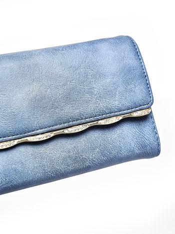 Niebieski portfel z ozdobną aplikacją                                  zdj.                                  6