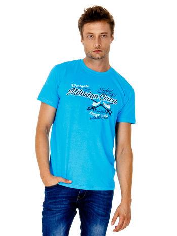 Niebieski t-shirt męski z nadrukiem napisów w sportowym stylu                                  zdj.                                  2