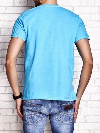 Niebieski t-shirt męski z napisem BROOKLYN NYC                                  zdj.                                  2