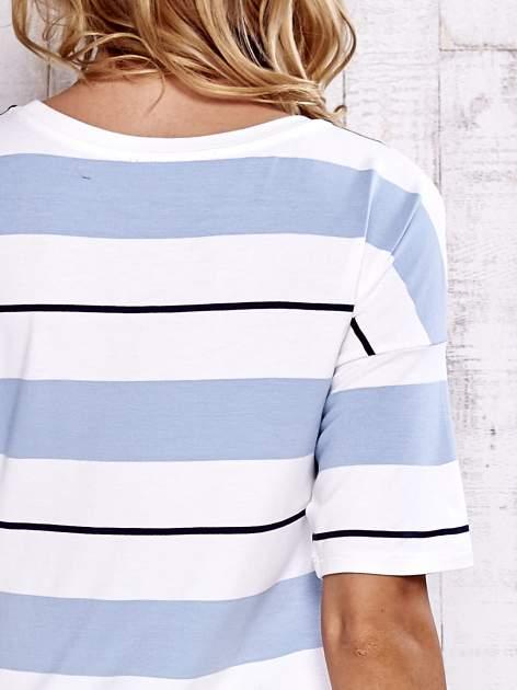 Niebieski t-shirt w kolorowe paski                                  zdj.                                  6
