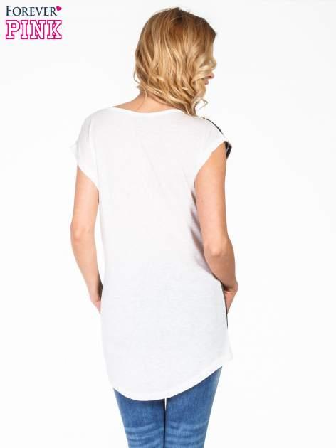 Niebieski t-shirt we wzór kół                                  zdj.                                  4