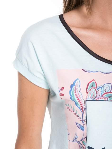 Niebieski t-shirt z nadrukiem PASSION                                  zdj.                                  7