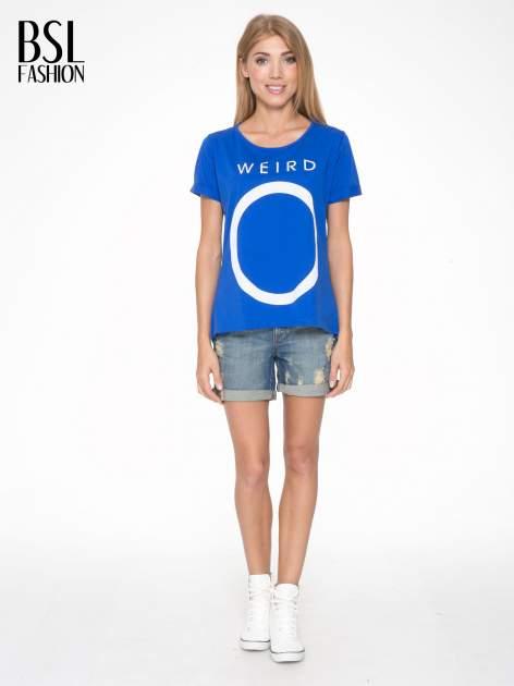 Niebieski t-shirt z napisem WEIRD                                  zdj.                                  5
