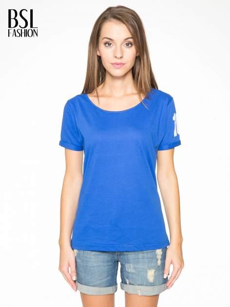 Niebieski t-shirt z numerkiem 10 na plecach i rękawie                                  zdj.                                  1