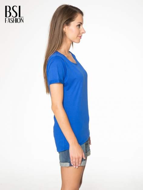 Niebieski t-shirt z numerkiem 10 na plecach i rękawie                                  zdj.                                  4