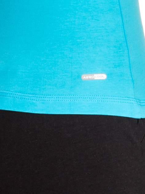 Niebieski top sportowy z dżetami i siateczką z tyłu                                  zdj.                                  5