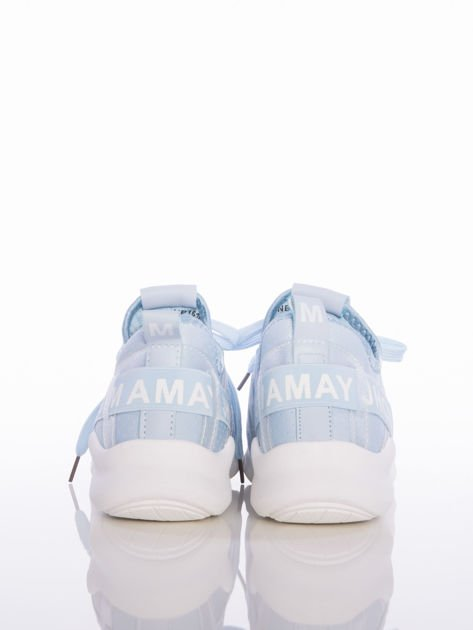 Niebieskie ażurowe buty sportowe Rue Paris z przezroczystymi szlufkami i białymi napisami                                  zdj.                                  3