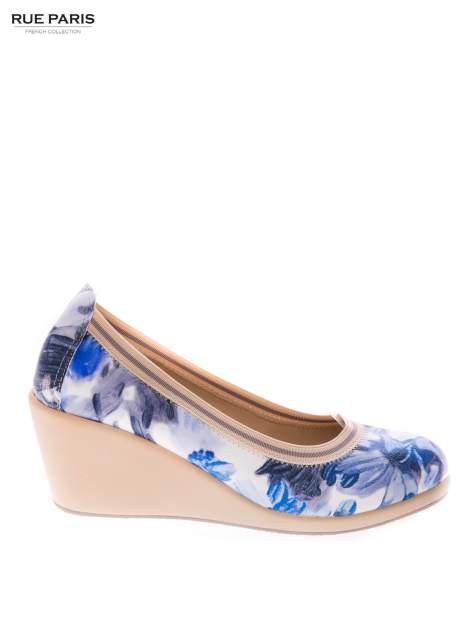 Niebieskie buty dual material Florist w kwiatowy wzór na gumowym koturnie                                  zdj.                                  1