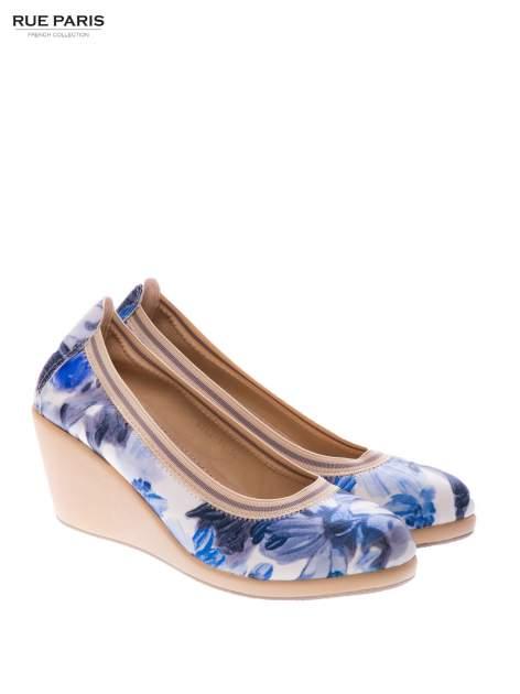 Niebieskie buty dual material Florist w kwiatowy wzór na gumowym koturnie                                  zdj.                                  2