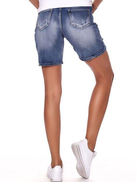 Niebieskie jeansowe bermudy z dziurami i wysokim stanem                              zdj.                              2