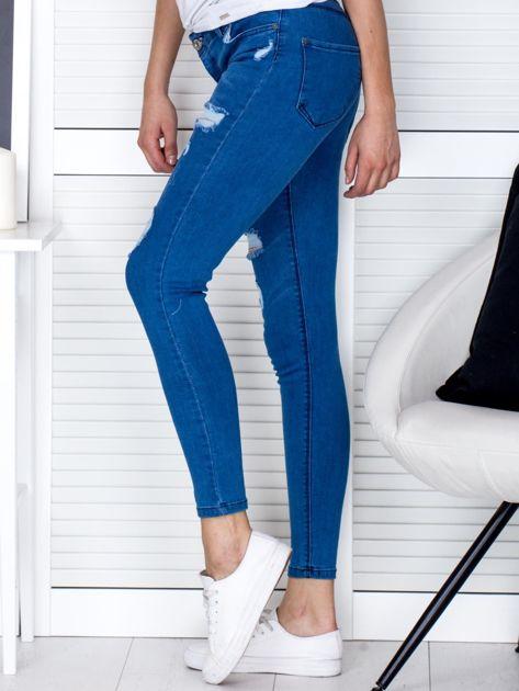 Niebieskie jeansowe rurki z przetarciami                              zdj.                              3