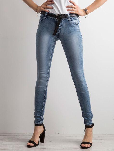 Niebieskie jeansy skinny w drobny wzór