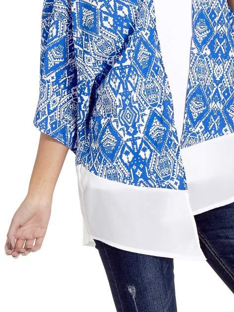 Niebieskie kimono w etniczne wzory z modułem na dole                                  zdj.                                  4