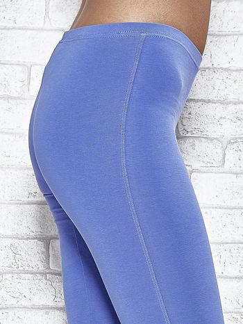 Niebieskie legginsy sportowe z patką z dżetów na dole                                  zdj.                                  6
