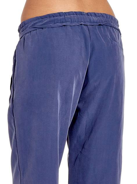 Niebieskie lejące spodnie wiązane w pasie                                  zdj.                                  7