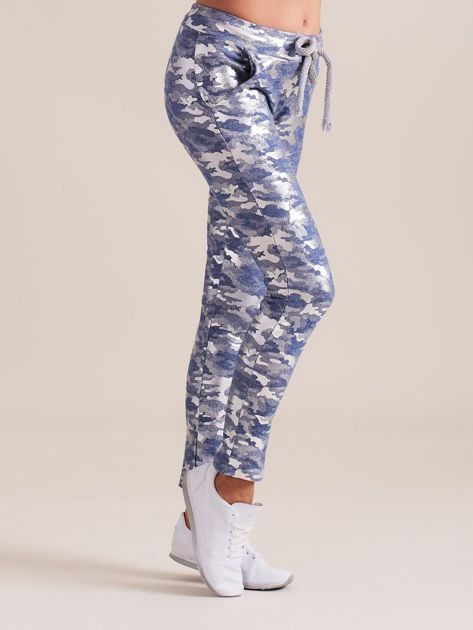 Niebieskie spodnie dresowe ze srebrnym printem                              zdj.                              3