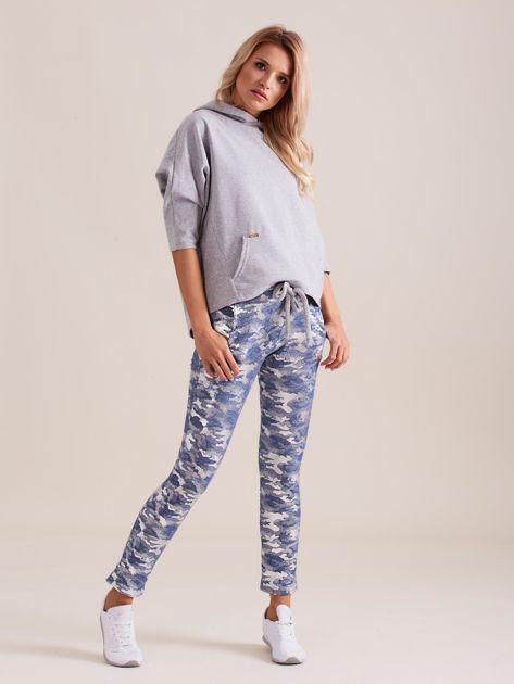 Niebieskie spodnie dresowe ze srebrnym printem                              zdj.                              4
