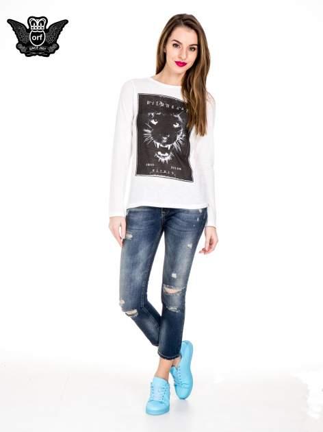 Niebieskie spodnie girlfriend jeans z rozjaśnianą nogawką i dziurami                                  zdj.                                  4