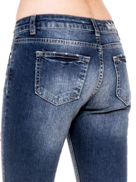 Niebieskie spodnie girlfriend jeans z rozjaśnianą nogawką i dziurami                                  zdj.                                  8