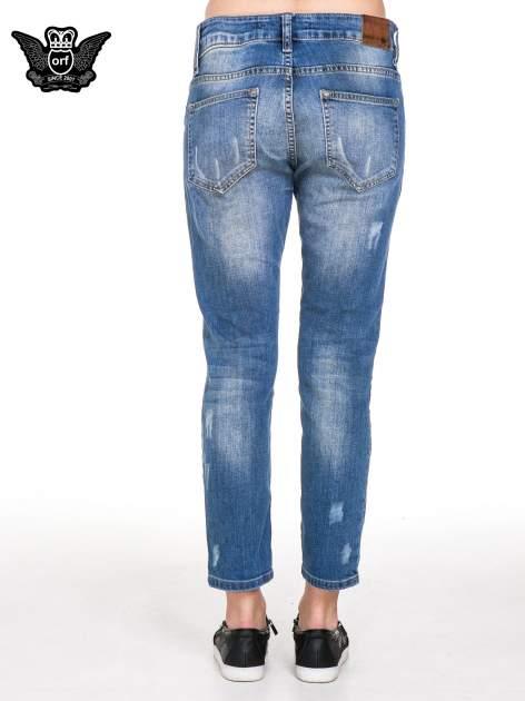 Niebieskie spodnie jeansowe rurki z dziurami i przetarciami                                  zdj.                                  5