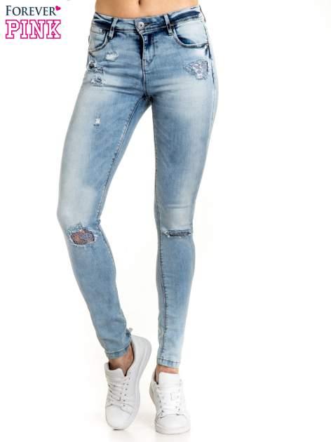 Niebieskie spodnie jeansowe skinny z dziurami na kolanach i haftem                                  zdj.                                  1