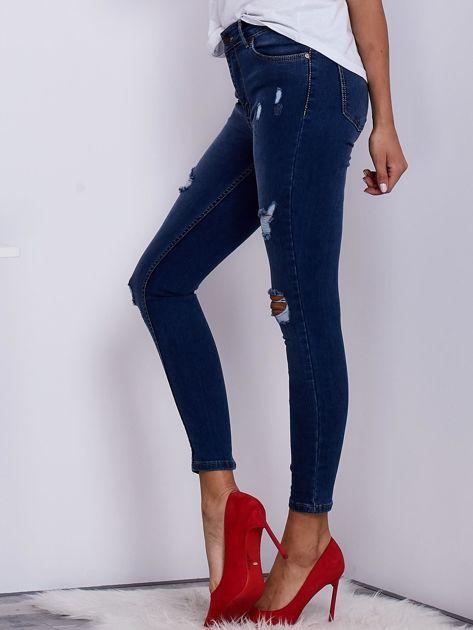 Niebieskie spodnie jeansowe skinny z przedarciami                               zdj.                              3