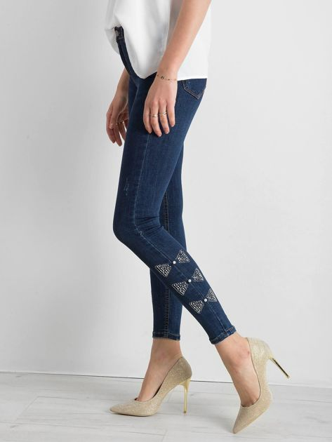Niebieskie spodnie jeansowe z aplikacją na nogawkach