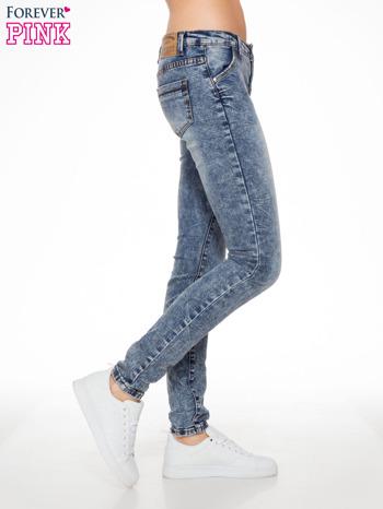 Niebieskie spodnie jeansowe z efektem sprania i gniecienia                                  zdj.                                  3