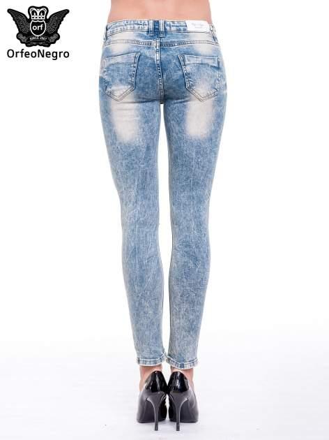 Niebieskie spodnie rurki typu trash jeans                                  zdj.                                  6
