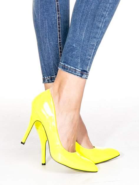 Niebieskie spodnie skinny jeans z dziurami z przodu                                  zdj.                                  6